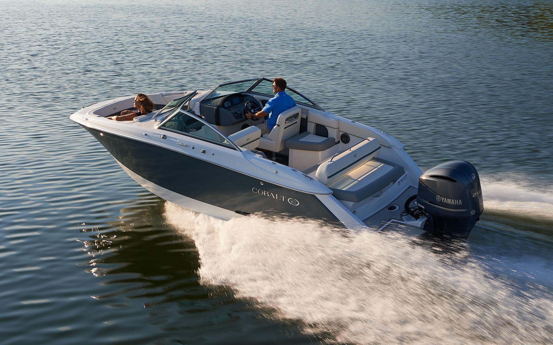 23sc streamlined outboard design cobalt boats